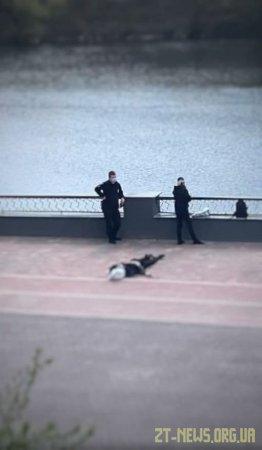 У Житомирі чоловік публічно вчинив самогубство, стрибнувши з мосту