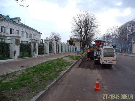 Поблизу житомирської школи №36 будують піднятий пішохідний перехід