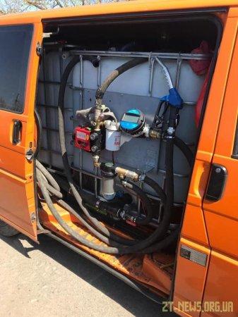 На Житомирщині мікроавтобус переобладнали у нелегальну пересувну заправку