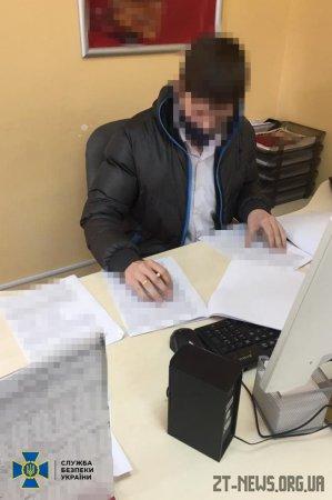 На Житомирщині посадовець банку обслуговував нелегальних експортерів державної деревини