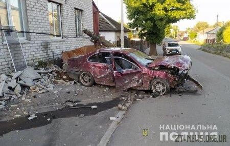 У Радомишлі водій BMW протаранив стовп