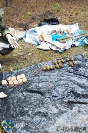 На Житомирщині СБУ виявила арсенал військових засобів ураження