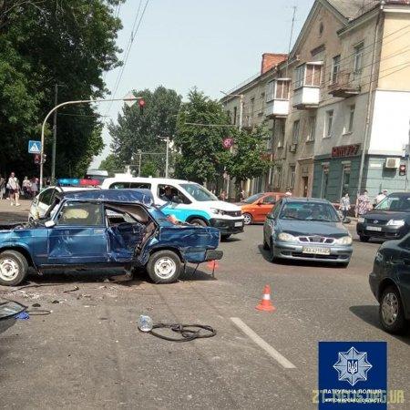Двоє людей травмувалися внаслідок зіткнення автомобілів на вулиці Київській