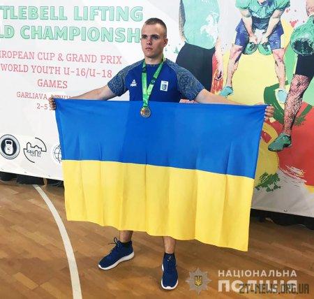 Поліцейський з Житомирщини здобув срібло на Кубку Європи з гирьового спорту