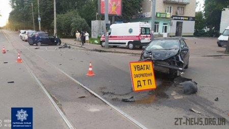 У Житомирі вранці зіткнулись Seat Ibiza та Opel: травмувалися двоє людей