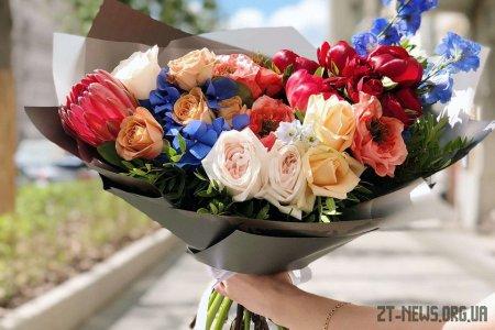 Яскраві квіти з доставкою та що треба знати про співпрацю зі службою