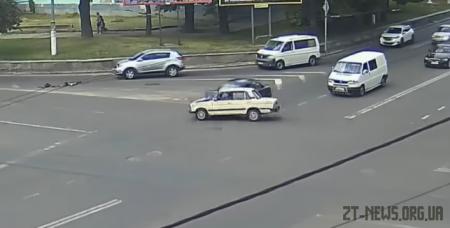 У Житомирі ВАЗ протаранив Daewoo: момент ДТП зафільмували камери